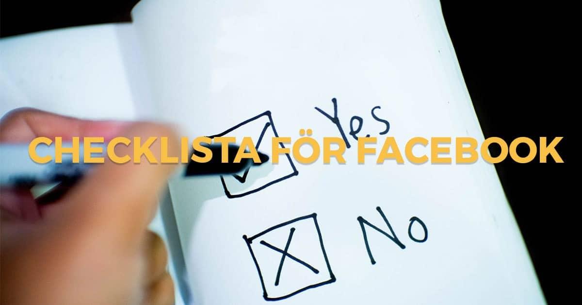 Person som följer checklista för Facebook annonser